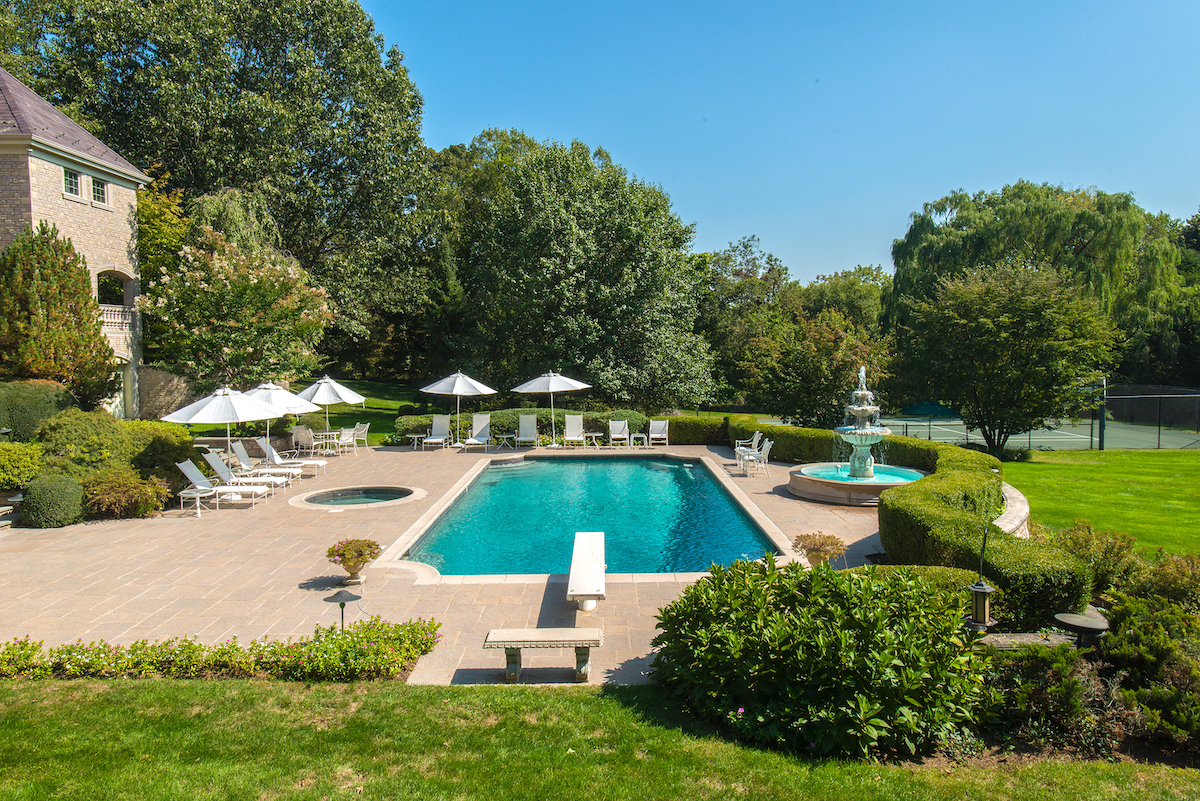 56 North Stanwich Road, greenwich, regis philbin, celebrities, cool listings, connecticut, pools
