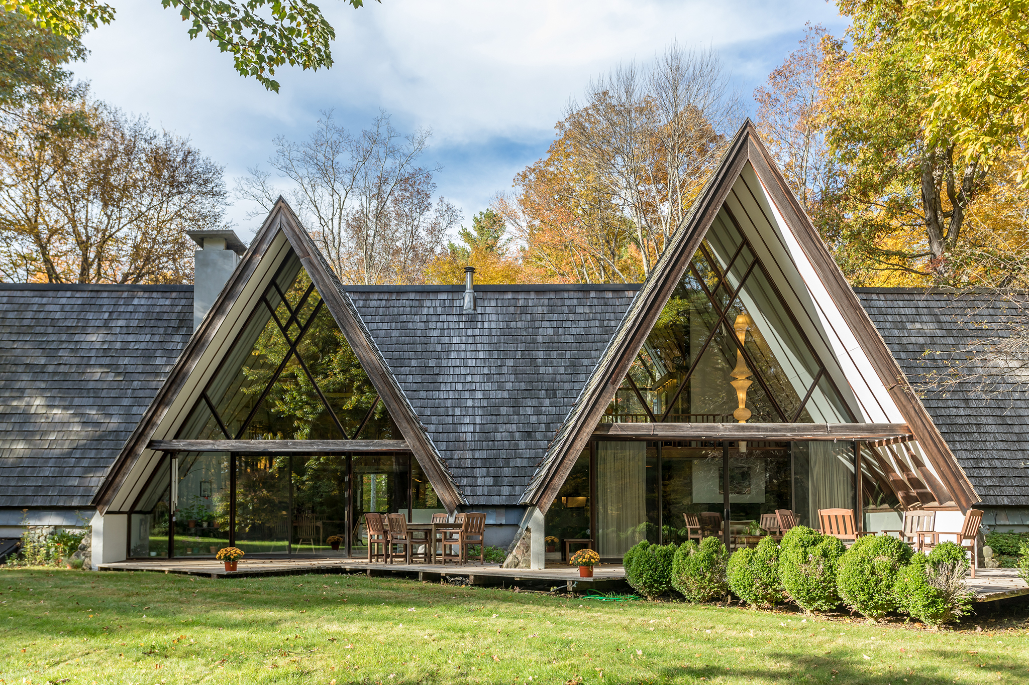 Mid Century Modern Meets Rustic Retreat At This 835k A Frame Home
