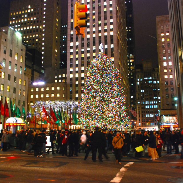 NYC to close streets around Rockefeller Center to cars during holiday season