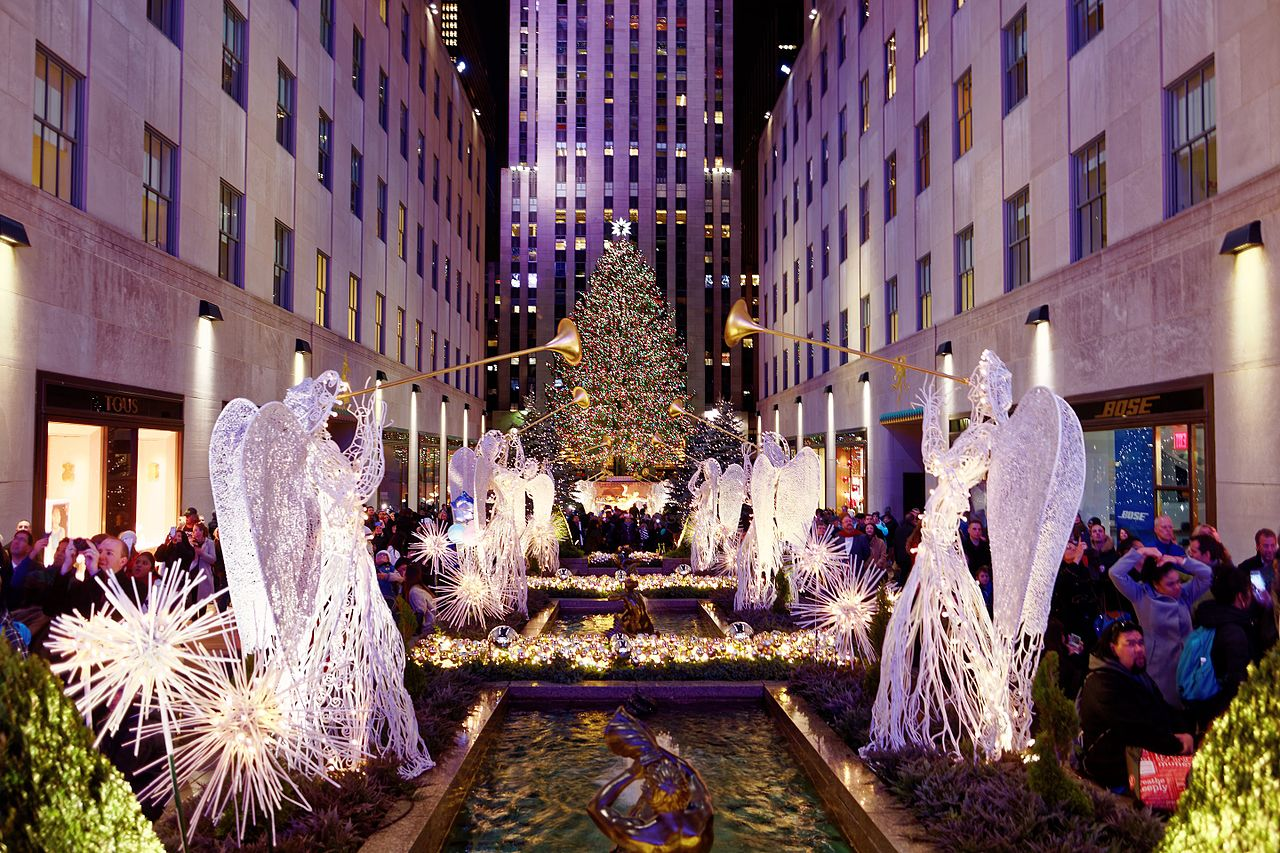 the 2020 rockefeller center christmas tree has officially arrived in nyc 6sqft 2020 rockefeller center christmas tree