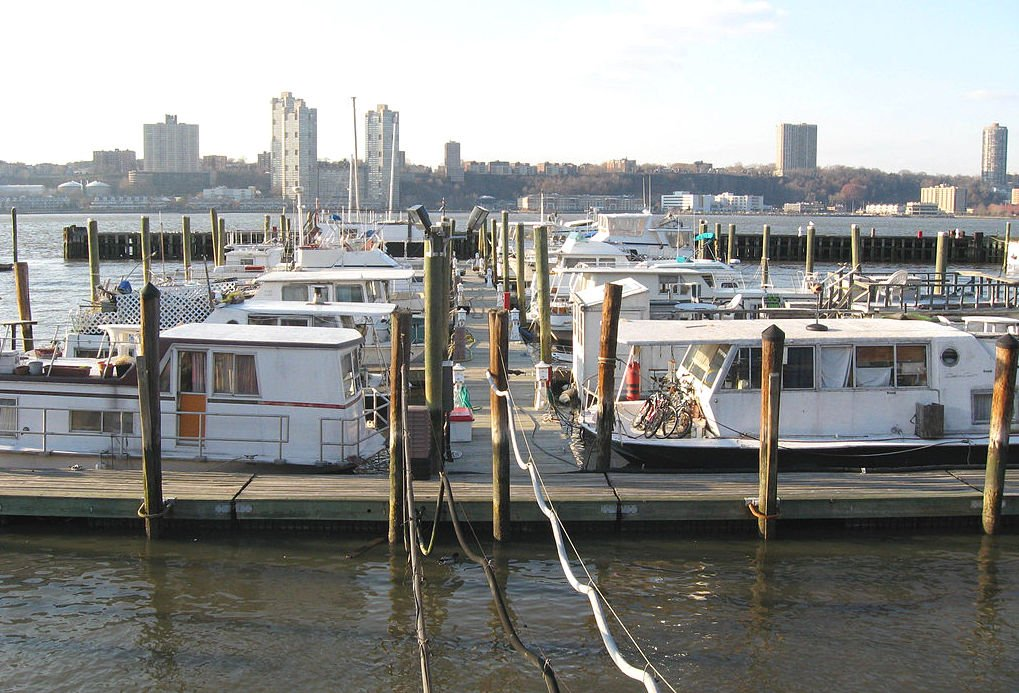 Everything you need to know about houseboat living in NYC, from finding a boat to securing a slip | 6sqft