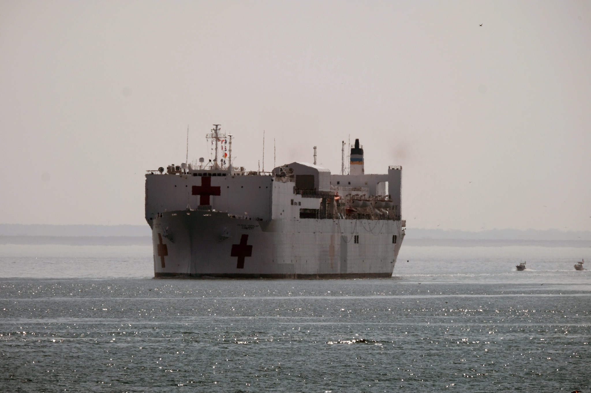 US Navy hospital ship arrives in NY with medical supplies, staff