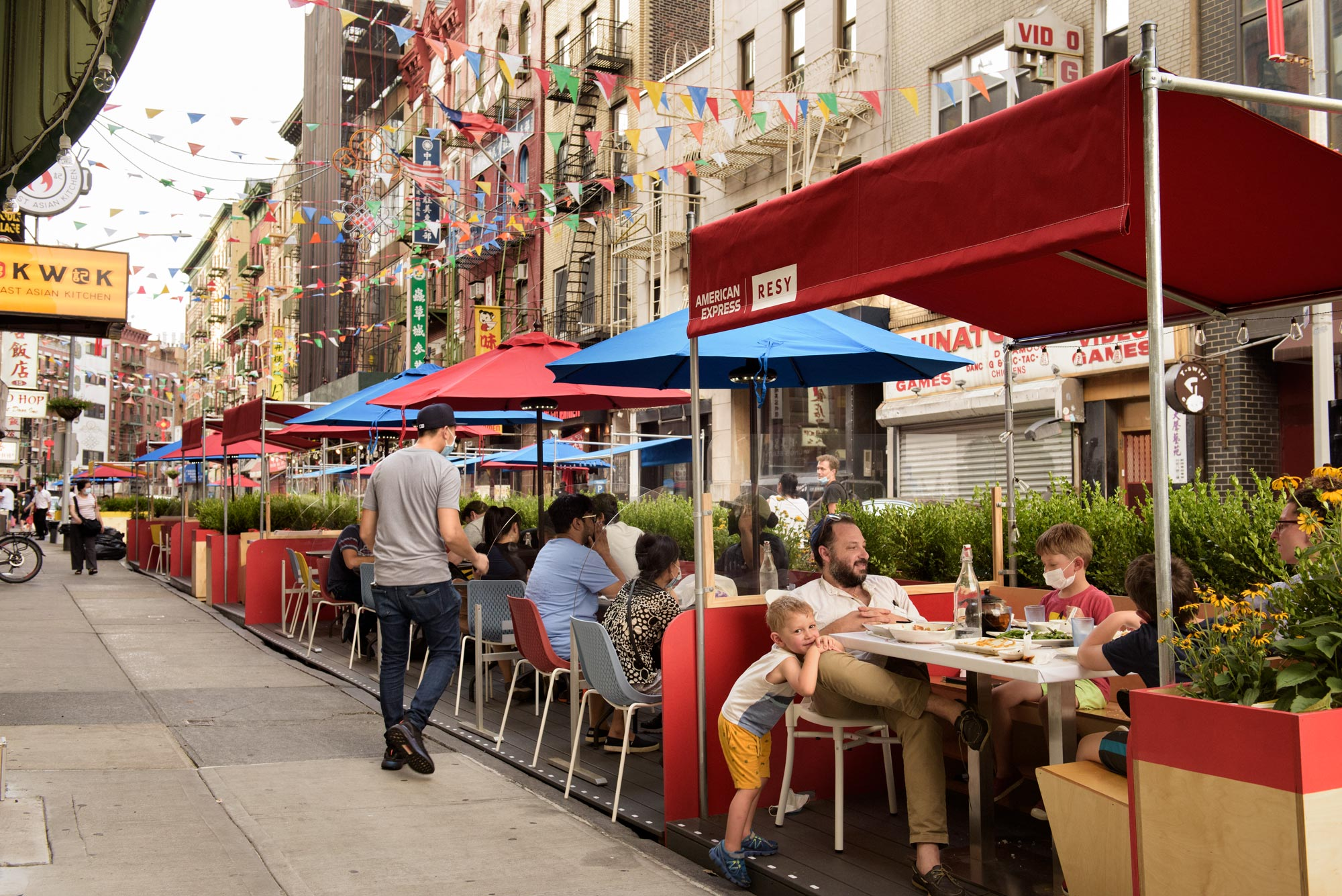 87 Streets In Nyc Are Now Car Free Outdoor Dining Destinations 6sqft