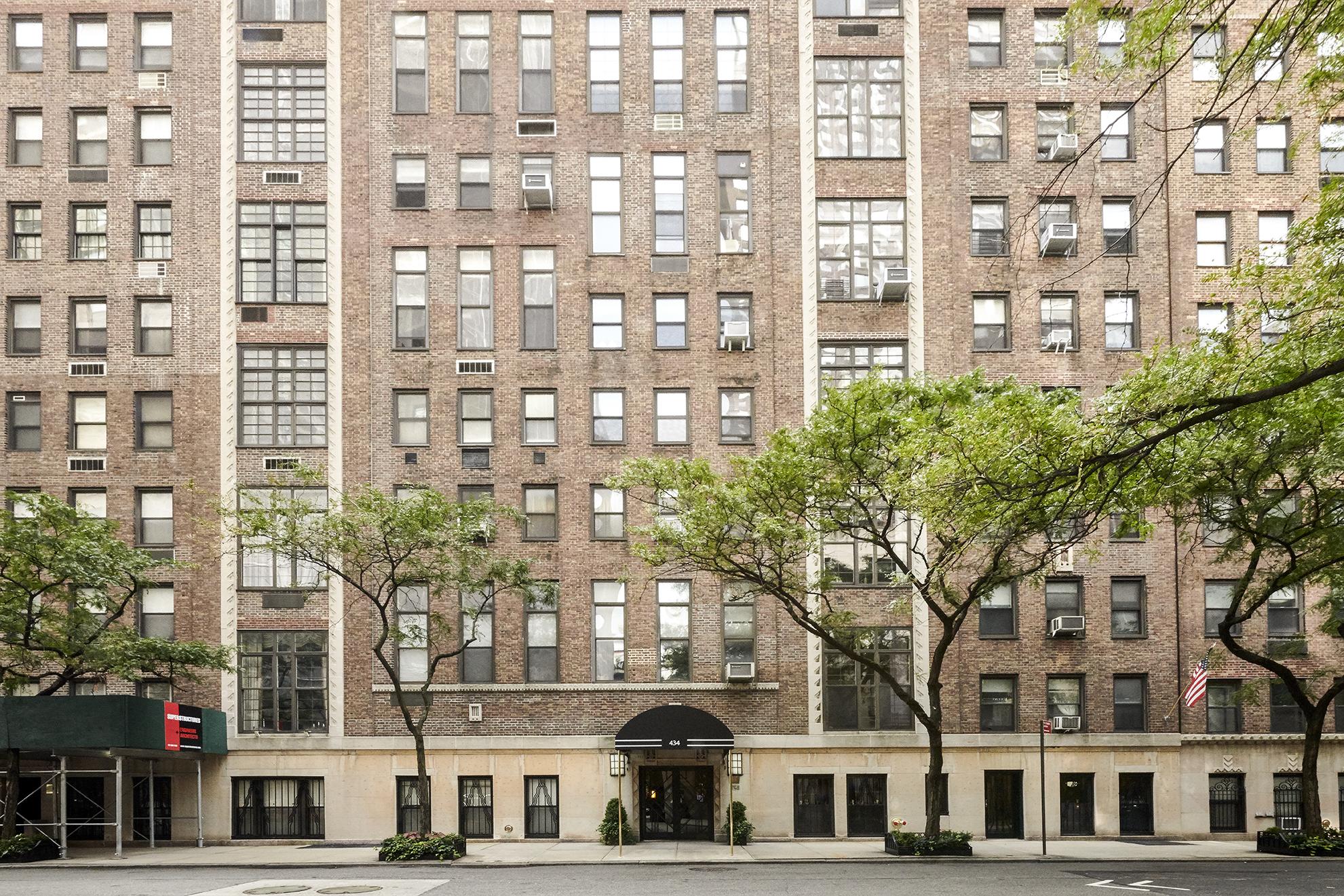 John Lennon S Former Lost Weekend Penthouse In Manhattan Asks 5 5m 6sqft