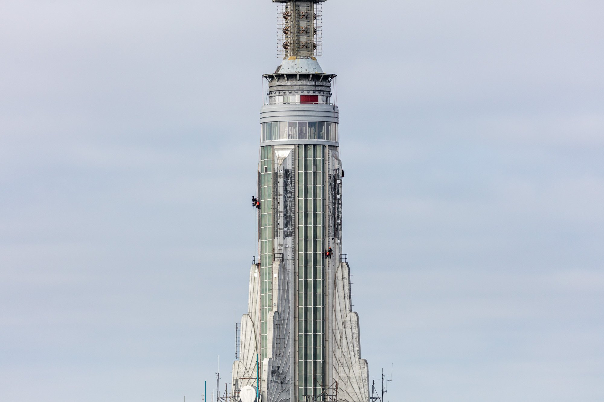Audacieuse Empire State Building's Art Deco spire returns in all its glory TY-68