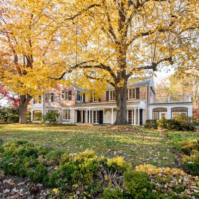 Paul Simon relists 32-acre New Canaan estate for $11.9M
