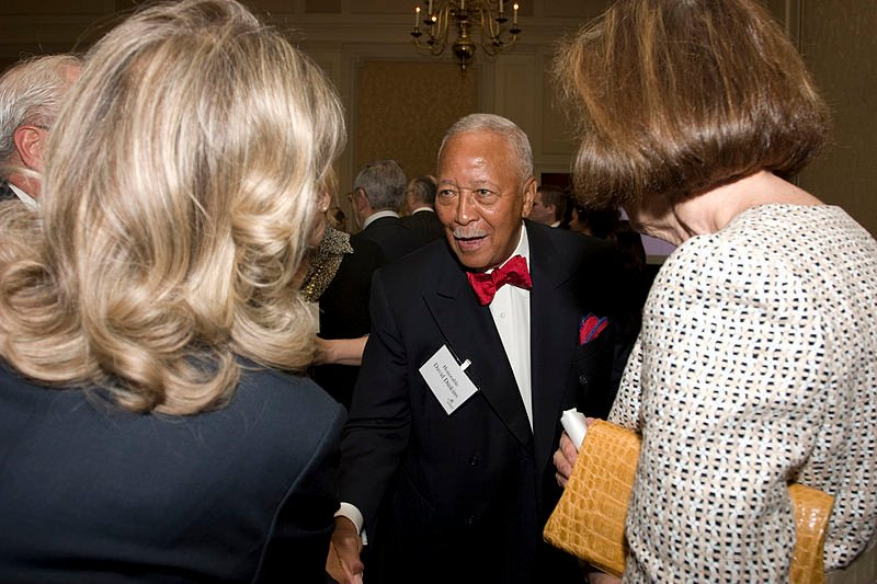 New Yorkers pay tribute to Mayor David Dinkins