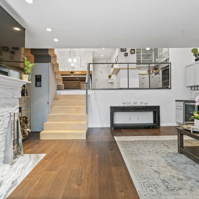 For $695K, this Murray Hill co-op has a split-level layout and nearly 1,000 square feet