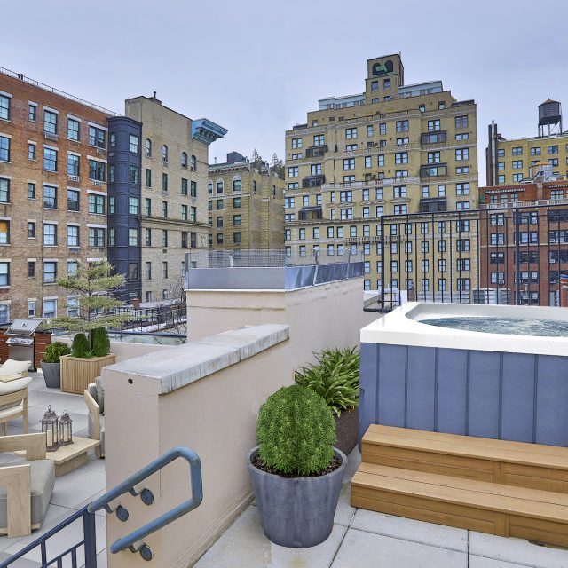 For $45K/month, rent this Upper East Side penthouse with a rooftop hot tub and three living rooms